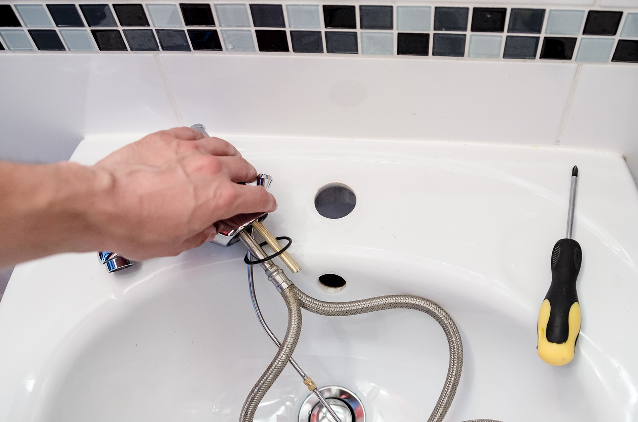 Plumbing Fix – Four Great Ways To Find Out If You Need To Call A Professional
