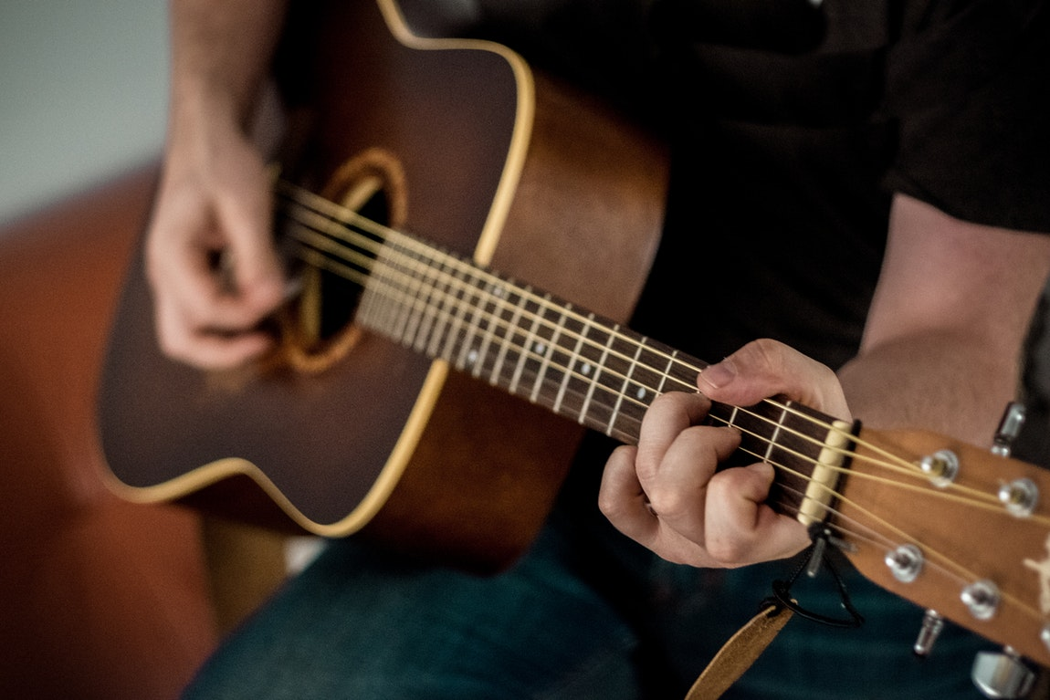 Top Reasons To Start Learning To Play Guitar Today – An Overview